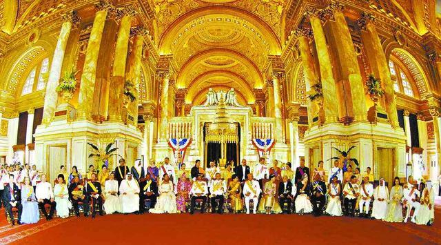 巨額財富力壓沙特,泰國王室的錢從哪裡來?