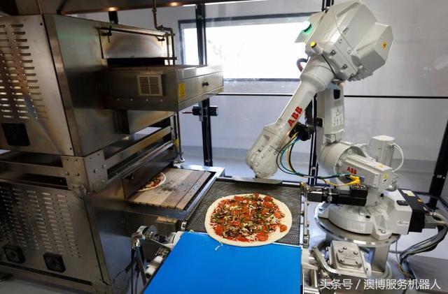 不用做飯啦! 機器人9秒做好披薩
