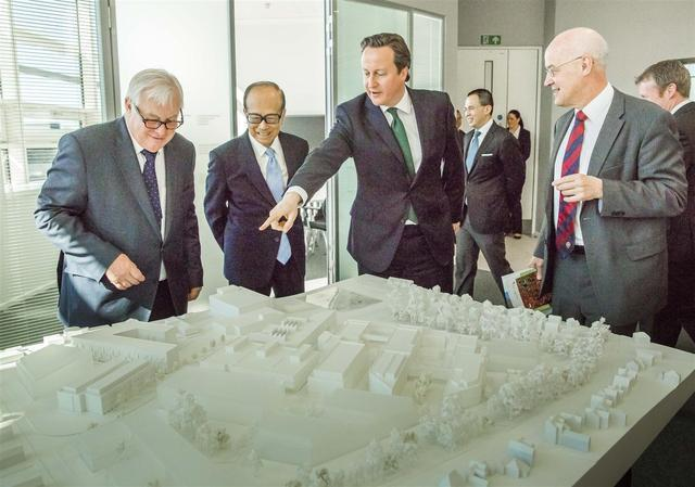 """李嘉誠為什麼將10000億港元轉移到英國,你認為他是在""""跑路""""嗎"""