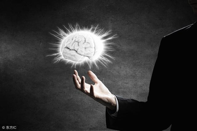 說話一直沒什麼內容? 這樣培養深度思考的表達能力就行!