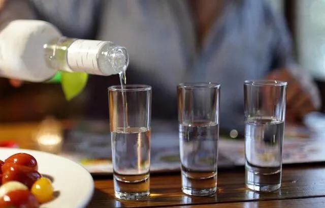 """桌上不喝酒可以, 但別說這5句話, 否則會被人""""遠離""""!"""