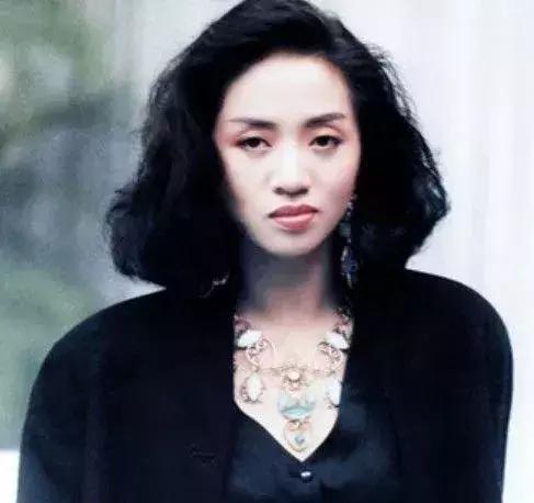 梅艷芳:年僅40歲,八位大佬扶靈,謝霆鋒抬遺像,舊愛趙文卓到場