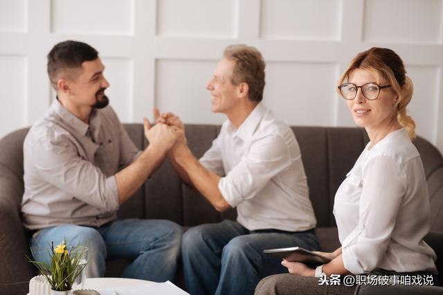 中年人,再苦再難,也絕不能和同事聊自己的這三件事