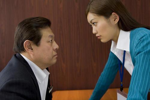 職場中你不強同事欺負你;你強了同事嫉妒你;看高手4招如何破局
