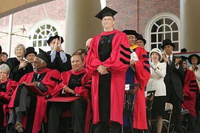 盖茨在哈佛大学毕业典礼上的演讲_网易科技