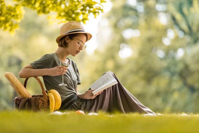「夜讀」長大後才明白的潛規則:人與人的差距,就在這一點