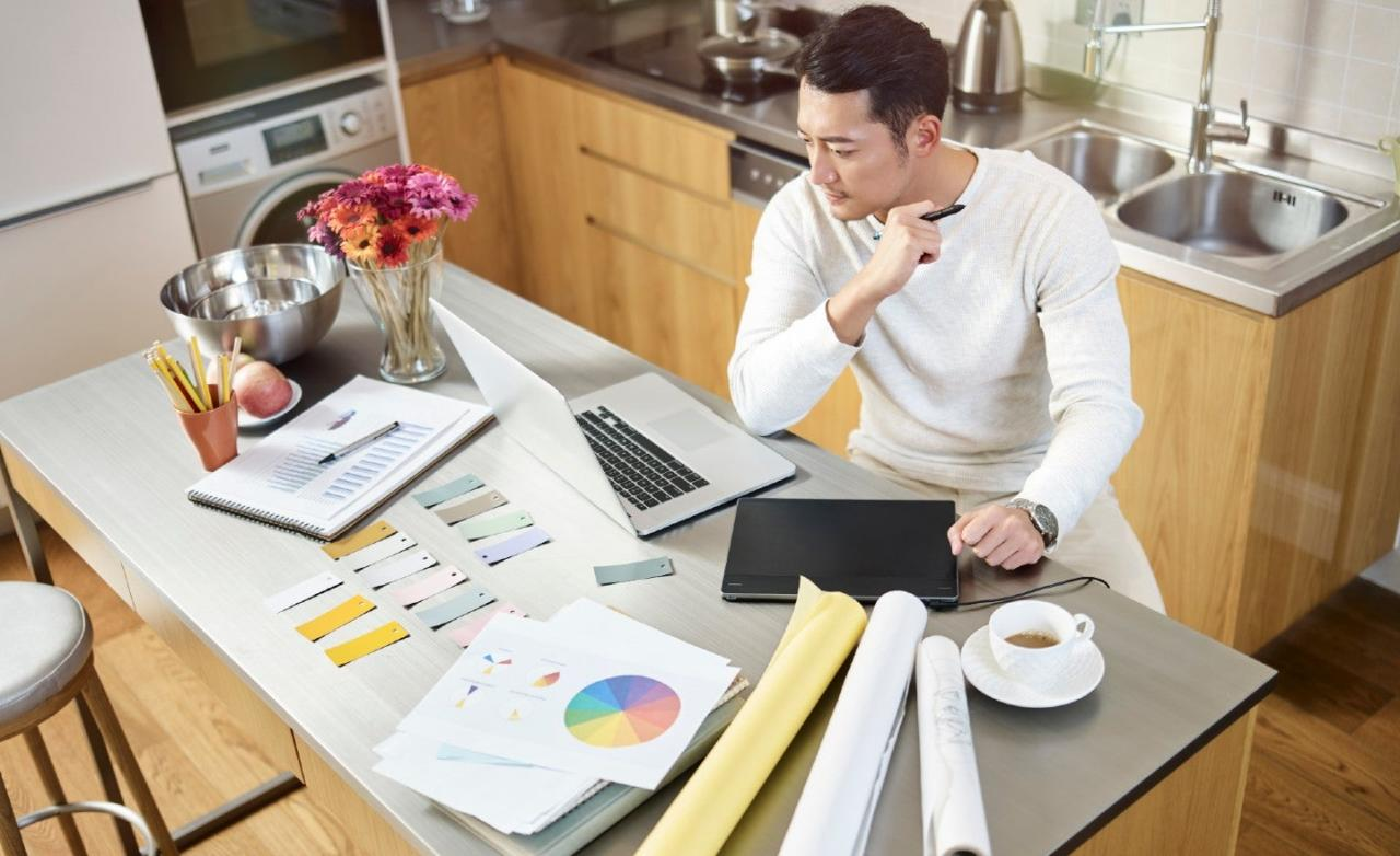 Companies across the US are urging employees to work from home due ...